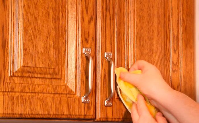 Как чистить деревянные кухонные шкафы